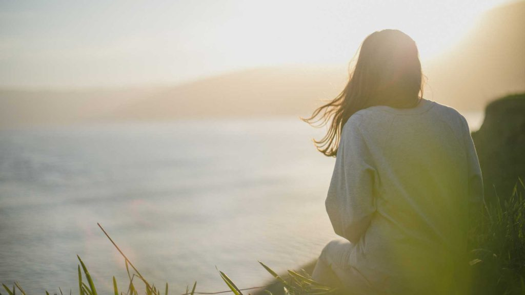 kvinne i solnedgang bilde for terapi