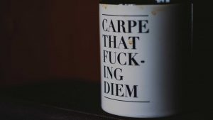 krus med tekst carpe that fucking diem