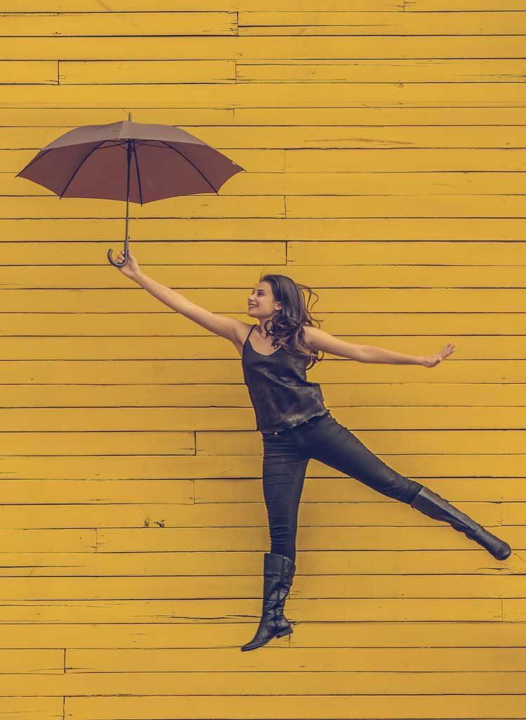 bevegelseskurs for transpersoner, kvinne med paraply