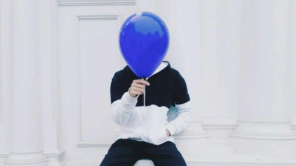 mann med ballong