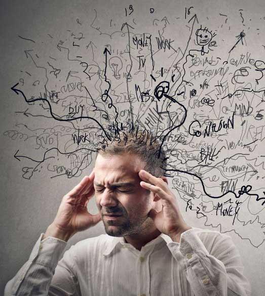 mann tenker tegnede tanker ut av hodet