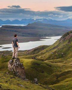 mann i fjell, praktiserer paleo og gestaltterapi