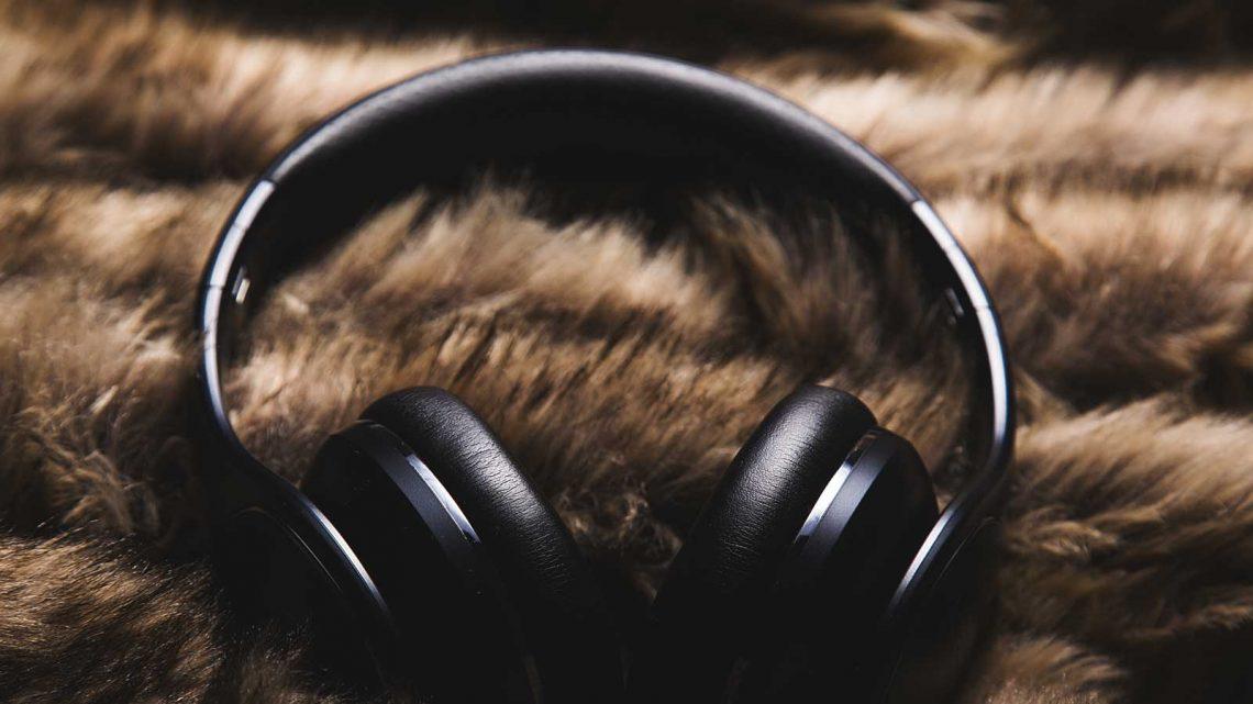 hodetelefoner som brukes for meditasjon og mindfulness