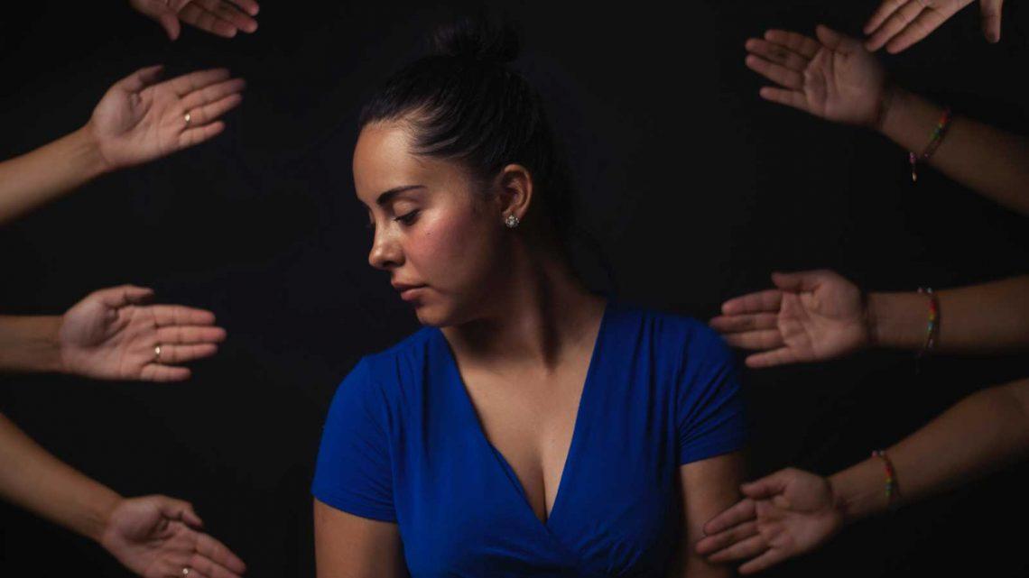 kvinne hender terapi